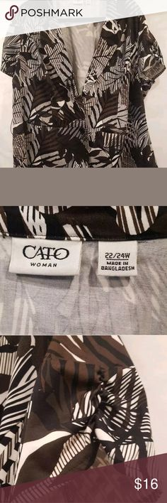 """Cato Woman Size 22/24W Short Sleeve blouse/jacket Cato Woman Size 22/24W Button Up Short Sleeve Blouse Two Button Floral Top Pit to pit 25"""" Length 26"""" from bottom of collar Like new short sleeve blouse. Top is missing belt.  AA11 Cato Tops Button Down Shirts"""
