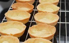 Mørdej Tilpasset fra: Mette Blomsterberg Mængde: 2 store tærter INGREDIENSER 300 g hvedemel 150 g smør (stuetemperatur) 100 g flormelis 1 æg