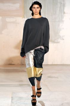 See the complete Acne Studios Fall 2011 Ready-to-Wear collection.
