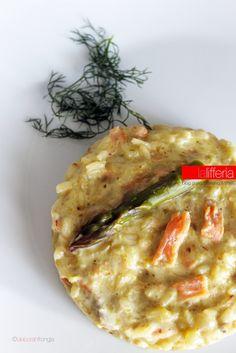 Il risotto con asparagi e salmone è un bellissimo primo piatto dal gusto intenso e raffinato, che vi conquisterà con i suoi colori e il suo sapore.
