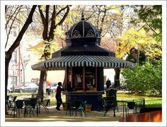 Halle, Container Coffee Shop, Gazebos, Places In Portugal, Kiosk Design, Shops, Cool Art, Fun Art, Portuguese