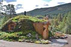 Schau dir dieses großartige Inserat bei Airbnb an: Unik Hobbit Cabin - Häuser aus Lehm und Ton zur Miete in Hol