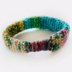 A fun way to use up those mini skeins floating around in your stash! Free pattern to make this quick and easy little bracelet.