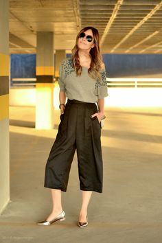 Swans Style is the top online fashion store for women. Shop sexy club dresses, jeans, shoes, bodysuits, skirts and more. Sunday Outfits, Mode Outfits, Office Outfits, Casual Outfits, Casual Chic, Uniqlo Outfit, Inverted Triangle Outfits, Square Pants, Quoi Porter