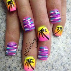 I like the colors of the stripped nails Nail Art Designs 2016, Diy Nail Designs, Diy Nails, Cute Nails, Pretty Nails, Fabulous Nails, Perfect Nails, Palm Tree Nails, Crazy Nails