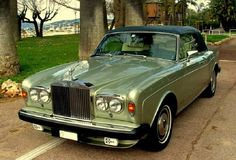 Rolls Royce Corniche Convertible, Lime Gold with Black Top. Auto Rolls Royce, Rolls Royce Coupe, Bentley Rolls Royce, Classic Cars British, Best Classic Cars, British Car, Vintage Cars, Antique Cars, Retro Cars