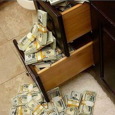 Never depend on single income. Make investment to create a second source.Binary option trades is the fastest rising system of investment where you can change your financial status in a matter of seconds. Cash Money, Mo Money, Cash Cash, Money Bags, Cash Prize, Make Money Online, How To Make Money, Jackpot Winners, Money Stacks