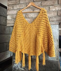 What are the different knitting patterns? The history of knitting dates back to very, very old times. Almost all of the knitting ladies are curious. Crochet Poncho Patterns, Crochet Cardigan, Crochet Shawl, Knit Crochet, Knitting Patterns, Crochet Triangle, Crochet Magazine, Crochet Woman, Beautiful Crochet