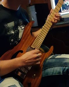 Julien Lamarre playing some jazzy tones on his new 'Atys' headless guitar and 'drop' plectrum ! Jazz Guitar, Guitars, Drop, Play, Videos, Guitar