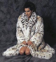 Chinchilla Fur Coat, Fur Coat Fashion, White Fur Coat, Fur Accessories, Fox Fur Coat, Vintage Fur, Lynx, Fur Collars, Fur Jacket
