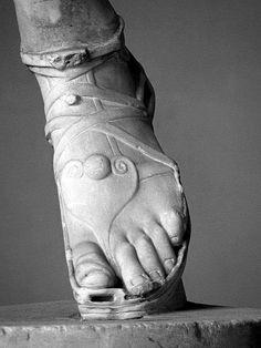 Ancient Rome, Ancient Greece, Roman Clothes, Empire Romain, Roman Sculpture, Roman Fashion, Roman History, Ancient Artifacts, Roman Empire