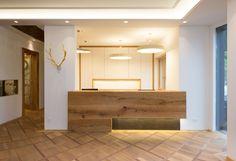 Restaurant Counter, Lighting Design, Bathroom Lighting, Bathtub, Mirror, Furniture, Home Decor, Light Design, Bathroom Light Fittings