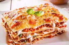Večeře do půl hodiny: Rychlé lasagne s rajčaty a bazalkou » Hlavní jídlo » Recepty » ŽENY s.r.o.