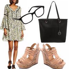 Incominciamo a pensare al look per le fresche giornate di settembre ma rimanendo sempre in tema di trend e stile, ecco una mia proposta composta da vestitino in fantasia con maniche ampie molto di tendenza, zeppe neutre, borsa nera modello shopping, occhiali da vista.