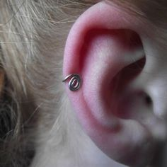 DIY Ear Cuff. Easy to make - great for those days were you want be elegant but also want to throw your hair up and get on with life.