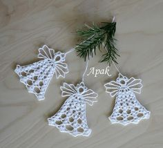 25 Patrones de Angeles Tejidos a Crochet - Her Crochet , Crochet Christmas Decorations, Crochet Christmas Ornaments, Christmas Crochet Patterns, Holiday Crochet, Christmas Bells, Christmas Angels, Christmas Crafts, Crochet Snowflake Pattern, Crochet Motifs
