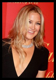 Layered Center Part Long Hairstyle with Waves - Kate Hudson's ... | WomanAdvise - WOMANADVISE.COM