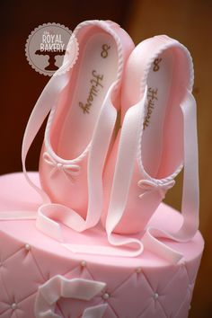 Fondant Ballet Shoes from Peggy Does Cake's tutorial. Find it here! tinyurl.com/Pdc-slipper