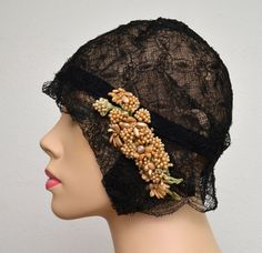 Vintage Cloche // Black Lace Flapper Hat // Gatsby Cloche with Ivory Wax Flowers // H. Liebes Co. Vintage Outfits, Vintage Fashion, Vintage Hats, Vintage Clothing, Flapper Hat, 1920s Flapper, Rockabilly, 1920s Hats, Hat Stands