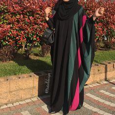 Pinned: MrsRawabdeh Abaya Fashion, Muslim Fashion, Fashion Dresses, Mode Abaya, Hijab Outfit, Cool Outfits, Kimono Top, Abaya Style, Hijabs