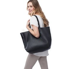 Classic Leather Tote Black by Cuyana!! perfect for school