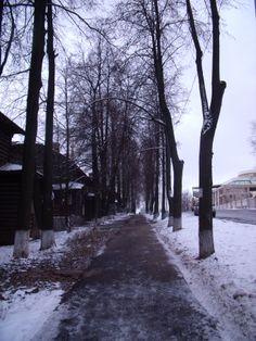 Hay una foto de este mismo camino pero lleno de hojas otoñales.