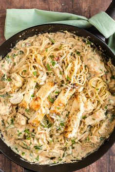 Dinner in 30 minutes with this Creamy Italian Chicken Pasta recipe. Packed with flavor from spinach, garlic, and sun dried tomatoes, your family will gobble this easy dinner right up! chicken dinner Creamy Italian Chicken Pasta Recipe in 30 minutes Pastas Recipes, Chicken Pasta Recipes, Cooking Recipes, Recipe Pasta, Recipe Recipe, Recipe Chicken, Chicken Pasta With Spinach, Lemon Garlic Chicken Pasta, Crockpot Recipes