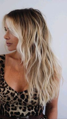 Summer Blonde Hair, Blonde Ombre Hair, Blonde Hair Looks, Blonde Hair With Layers, Darker Roots Blonde Hair, Blond Hair Colors, Grown Out Blonde Hair, Natural Blonde Hair With Highlights, Blonde Hair With Dark Roots