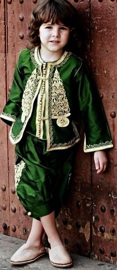The traditional caftan is made out of silk or cotton and can be worn both by women and by men. Arab Fashion, Kids Fashion, Islamic Fashion, African Fashion, Morrocan Fashion, Moroccan Caftan, Caftan Dress, Mode Style, Traditional Dresses