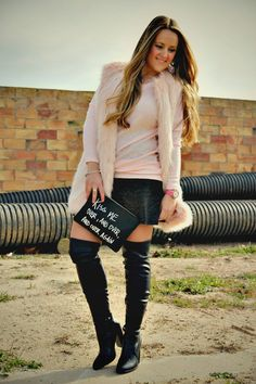 Today I want to show you my black otk boots paired with a grey skater skirt and my new pale pink sweater, I love that combo!!