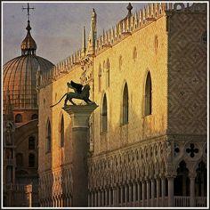 Plaza de San Marcos, Columna León Alado y Palacio Ducale. Venecia Italia