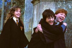 Since their first trip together on the Hogwarts Express, Harry Potter and Ron Weasley are best friends. Does Hermione Granger overtake later, though? Hermione Granger, Ginny Weasley, Draco Malfoy, Harry Potter Pc, Ron And Harry, Harry And Hermione, Daniel Radcliffe, Teen Wolf, Alan Rickman