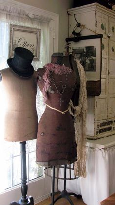 I love dress forms and mannequins.Had an awesome one that I sold, but it's in… Old Dresses, Vintage Dresses, Vintage Outfits, Vintage Fashion, Vintage Hats, Vintage Rings, Vintage Sewing, Vintage Jewelry, Dress Form Mannequin