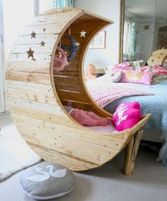This wouldn't work as a crib for us, even if we had a baby. But a reading nook, not there's an idea with legs. Moon crib made of recycled -pallet Unique Baby Cribs, Moon Crib, Moon Nursery, Nursery Room, Home And Deco, Reading Nook, Baby Room, Babies Nursery, Toddler Bed
