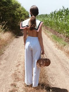 Sailor collar and cylinder basket Disabled People, Sailor Collar, White Fabrics, Collars, Organic Cotton, Im Not Perfect, French, Pure Products, How To Wear