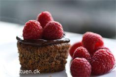vaniljemuffins med chokolade og hindbær