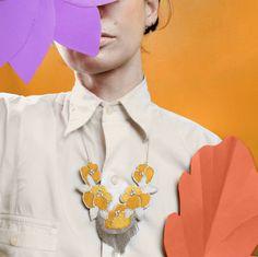 Grand collier plastron brodé de fleurs jaunes par EnAvril sur Etsy