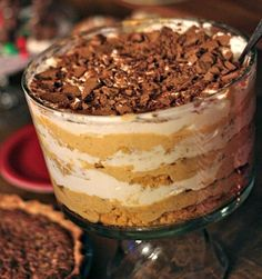 Creamy Pumpkin Trifle - 175 calories - healthy options for the food you crave. Thanks Dashing Dish! by Raquel Souza Trifle Dish, Trifle Desserts, Trifle Recipe, Just Desserts, Delicious Desserts, Dessert Recipes, Yummy Food, Yummy Eats, Thanksgiving Recipes