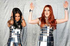 Icona Pop (pronunciación en inglés:/aɪˈkɒnə pɒp/) es un dúo sueco de synth pop con influencias del electro house, dubstep, e indie pop.1 Se formó en 20102 y está conformado por Aino Jawo y Caroline Hjelt. También suelen presentarse como disc jockeys.3 Desde 2012 el dúo permanece radicado en las ciudades de Los Ángeles y Nueva York.Icona Pop - I Love It#Lacanciondeldia ( #IconaPop - I Love It)...