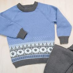 Bluum strikkesett - Sauer i skogen - i Zarina - Bluum Baby Barn, Baby Knitting Patterns, Put On, Ravelry, Baby Gifts, Men Sweater, Pullover, Children, Crochet
