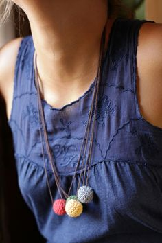 collar de bolas de ganchillo de ameskeria