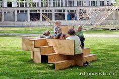 Здорово, когда в городе, особенно в зонах отдыха, хватает скамеек. Ведь они замечательный партнёр в важном деле этого самого отдыха. Однако, ещё лучше, когда эти скамейки принимают не совсем обычную форму, позволяющую людям более активно взаимодействовать друг с другом....