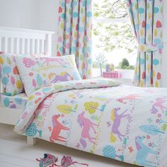 From bluezoo's fantastic range of bedding, add a colourful touch to a little one's bedroom with this bedding set. Made from super-soft cotton, it features a horse print in a vibrant range of hues.