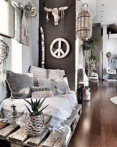 44 Stunning Farmhouse Living Room Decoration - Decoration For Home Boho Living Room, Living Room Decor, Bedroom Decor, Living Rooms, Eclectic Wall Decor, Deco Boheme Chic, Decoration Inspiration, Hippie Home Decor, Bohemian Interior