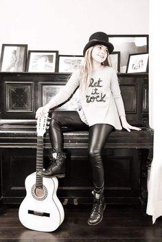 #rockingballerina #raine #rockchick #girl #photography #portrait #rock #teenphotography #guitar