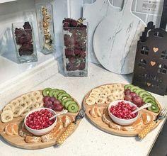Meyve vazgeçilmez... Food Design, Party Food Platters, Breakfast Bread Recipes, Plant Based Nutrition, Food Decoration, Snacks, Fruit Recipes, Creative Food, Food Presentation