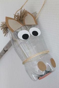 Make a horse for Santa using repurposed items - het paard van sinterklaas Cowboy Crafts, Horse Crafts, Animal Crafts, Kids Crafts, Diy And Crafts, Arts And Crafts, Anniversaire Cow-boy, Diy With Kids, Plastic Bottle Crafts