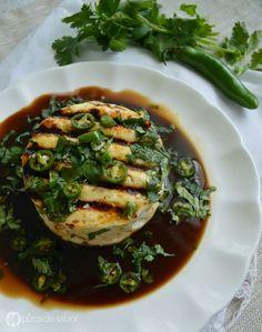 Queso panela asado y marinado con serrano, cilantro y salsa de soya cítrica | http://www.pizcadesabor.com