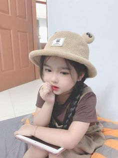 Twin Baby Photos, Cute Baby Girl Pictures, Cute Baby Boy, Cute Little Baby, Little Babies, Cute Kids, Cute Asian Babies, Korean Babies, Asian Kids