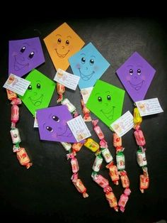 Toma nota de estas ideas para obsequiar pequeños detalles o souvenirs con dulces, globos o golosinas en fiestas infantiles. Kids Crafts, Preschool Crafts, Diy And Crafts, Candy Crafts, Paper Crafts, Student Gifts, Creative Gifts, Holidays And Events, Diy Gifts